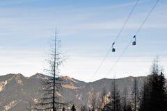 Cabine di funivia dello Zugspitze nelle alpi bavaresi Fotografia Stock Libera da Diritti