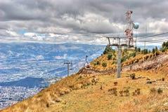 Cabine di funivia di Teleferico che vanno sul vulcano di Pichincha Fotografia Stock Libera da Diritti