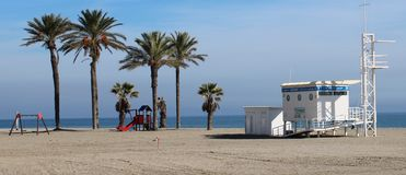 Cabine do Lifeguard na praia imagens de stock royalty free