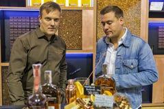 Cabine do uísque de bourbon de Woodford no festival da gole do uísque Kiev, Uktaine fotografia de stock