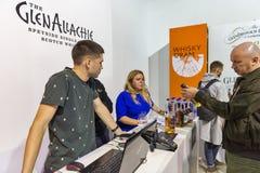Cabine do uísque de Glen Allachie no festival da gole do uísque Kiev, Uktaine fotografia de stock royalty free