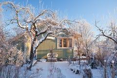 Cabine do verão no inverno Fotos de Stock Royalty Free