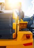 Cabine e cubeta da máquina escavadora novo limpo do equipamento de construção Fotos de Stock Royalty Free