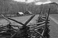 Cabine en bois en montagne fumeuse NP image libre de droits