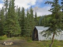Cabine et camp de garde forestier de forêt Photographie stock