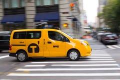 Cabine jaune lumineuse de New York Photographie stock libre de droits