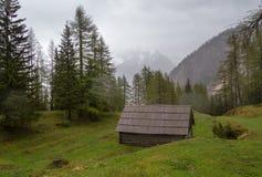 Cabine nas montanhas Imagens de Stock Royalty Free