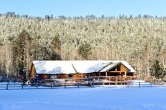Cabine in sneeuw Royalty-vrije Stock Foto's