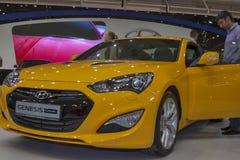 Modèle de voiture de coupé de genèse de Hyundai sur l'affichage Images libres de droits