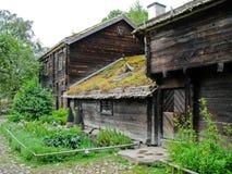 Cabine sueco ecológica velha foto de stock