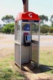 Cabine téléphonique de Telstra dans le pays de l'Australie image stock