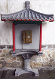 Cabine téléphonique publique dans le type chinois. Photos libres de droits