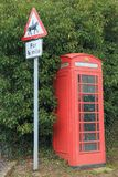 Cabine téléphonique publique rouge Photos libres de droits