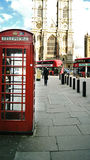 Cabine téléphonique rouge à Londres Image libre de droits