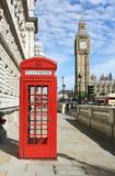 Cabine téléphonique rouge image stock