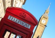 Cabine téléphonique rouge et Big Ben, Londres, Angleterre Images libres de droits