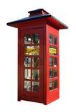 Cabine téléphonique rouge sur le blanc image stock