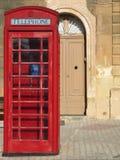 Cabine téléphonique rouge traditionnelle à Malte Images libres de droits
