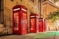 Cabine telefoniche rosse in via del giardino di Covent, Londra, Inghilterra Fotografia Stock