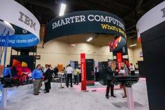 Cabine van Smart die bij de Rand 2013 gegevens verwerken van tentoonstellingsibm Stock Afbeeldingen