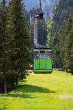 Cabine verde do teleférico Fotografia de Stock Royalty Free