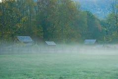 Cabines in de mist van de Herfst Stock Fotografie