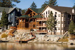 Cabines de rivage au lac big Bear Image libre de droits