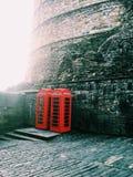 Cabines de telefone no castelo de Edimburgo Imagens de Stock Royalty Free