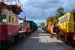 Cabines des trains électriques de support technique russe moderne et des grues ferroviaires La vue de côté des têtes du chemin de Photo libre de droits
