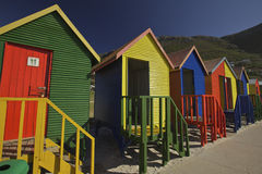 Cabines em mudança de madeira na praia, Cape Town Imagens de Stock