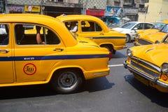 Cabines jaunes sur la rue Image libre de droits