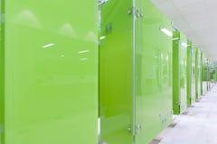 Cabines modernes vertes Photographie stock