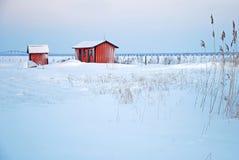 Cabines rouges en hiver Photographie stock libre de droits