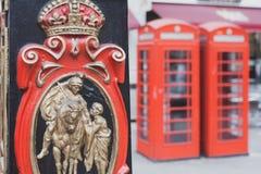 Cabines téléphoniques à Londres image libre de droits