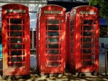 Cabines téléphoniques en Angleterre image libre de droits