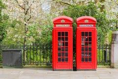 Cabines téléphoniques rouges de Londres Image libre de droits