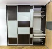 Cabinet avec les portes coulissantes Image stock