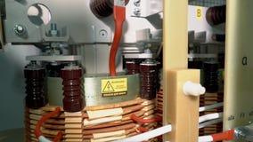 Cabinet de contrôle Vue interne de l'armoire de transformateur Parties et éléments de cuivre de démarreur électrique de transform banque de vidéos