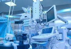 Cabinet médical de chirurgie équipé de divers équipement photographie stock