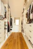 Cabinet spacieux lumineux Photographie stock libre de droits