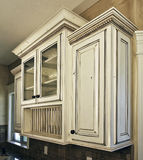 Cabinetry branco da cozinha fotografia de stock