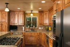 Cabinetry luxuoso moderno espaçoso da cozinha Foto de Stock