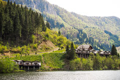 Cabins near a mountain lake Royalty Free Stock Images
