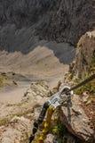 Cablaggio di arrampicata - alta adrenalina in montagne - l'Austria fotografia stock