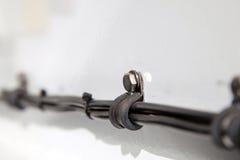 Cablaggio elettrico e fascette ferma-cavo automobilistici Fotografia Stock Libera da Diritti