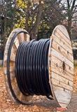 Cable aislado eléctrico de la bobina del tambor de cable Fotografía de archivo