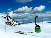Cable car over snow Royalty Free Stock Photography