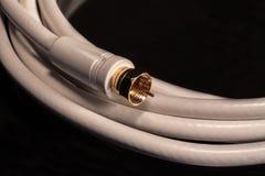 Cable coaxil blanco para las conexiones audias/video del cable por satélite Foto de archivo libre de regalías