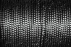 Cable de alambre de acero o cuerda de acero en el tambor de la honda de la cuerda foto de archivo libre de regalías