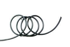 Cable de alambre negro aislado en un fondo blanco Imágenes de archivo libres de regalías